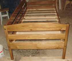 Кровать деревянная 2
