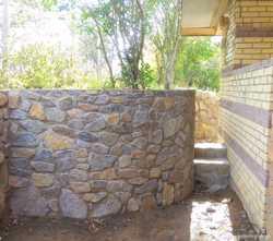 Забор з камня, каменя