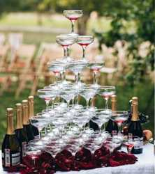 Пирамида из бокалов с шампанским 2