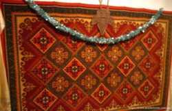 ковёр 137 на 205 плотный, мягкий, аккуратный, яркий. торг