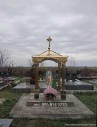 Капличка пам'ятник надгробок могилу фігурка статуя хрест дашок купол