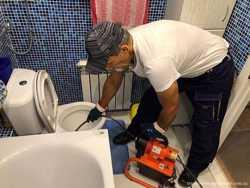 Чистка засоров в ванной, умывальнике, душевой кабине, унитазе, трубах.
