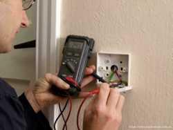 Электрик в донецке, монтаж розеток, выключателей, люстр, светильников.