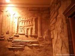 Барельеф (лепка на стене), роспись стен, декоративная штукатурка