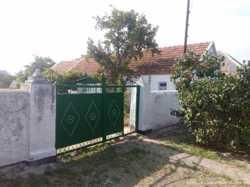 Продам дом-3 комн. в Матвеевке. или меняю на 1 к.кв в центре города