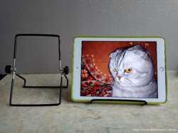 Металлическая обрезиненная подставка под iPad или любой планшет, электронную книгу. Германия.