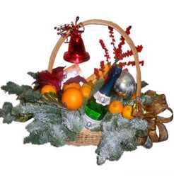 Новогодние корзины для поздравления партнеров.Подарок на Новый год-корзина с фруктами и шампанским 3