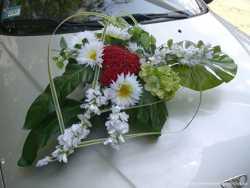 Прокат цветочных композиций для украшения свадебного автомобиля 3