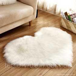Шкура овечья в форме сердца белый