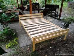 Кровать двухспальная из натурального дерева  1