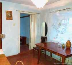 Продаю дом - 4 ком., можно на 2 семьи, без ремонта. Район 8 Военная15